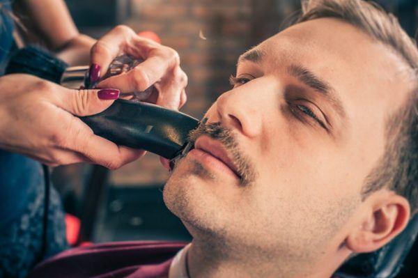 Afeitado del bigote