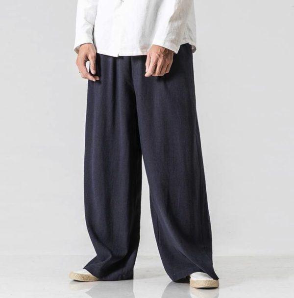 El uso de pantalones anchos en hombres