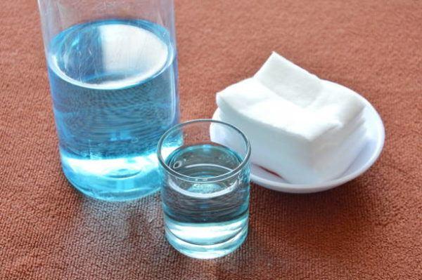 Los trucos para lavar ropa blanca y blanquearla agua oxigenada